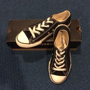 Black youth size 3 Converse
